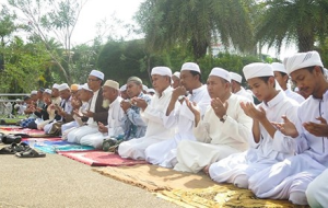 Mass praying for peace in Pattani ahead of the onset of Ramadan